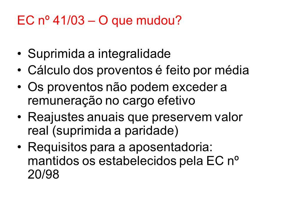EC nº 41/03 – O que mudou? Suprimida a integralidade Cálculo dos proventos é feito por média Os proventos não podem exceder a remuneração no cargo efe