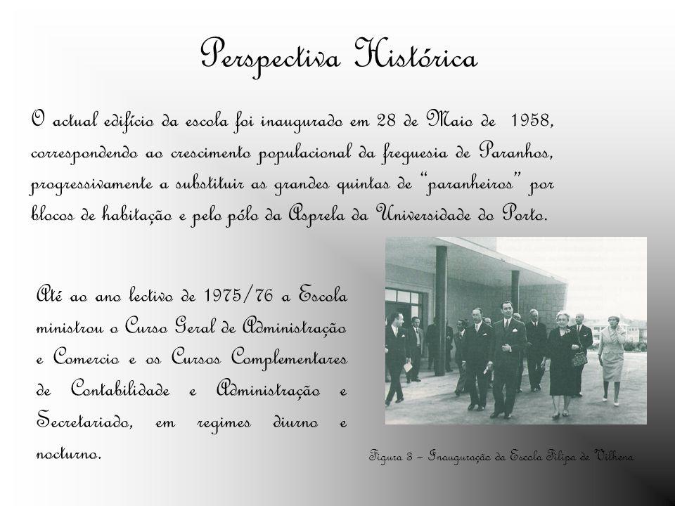O actual edifício da escola foi inaugurado em 28 de Maio de 1958, correspondendo ao crescimento populacional da freguesia de Paranhos, progressivamente a substituir as grandes quintas de paranheiros por blocos de habitação e pelo pólo da Asprela da Universidade do Porto.