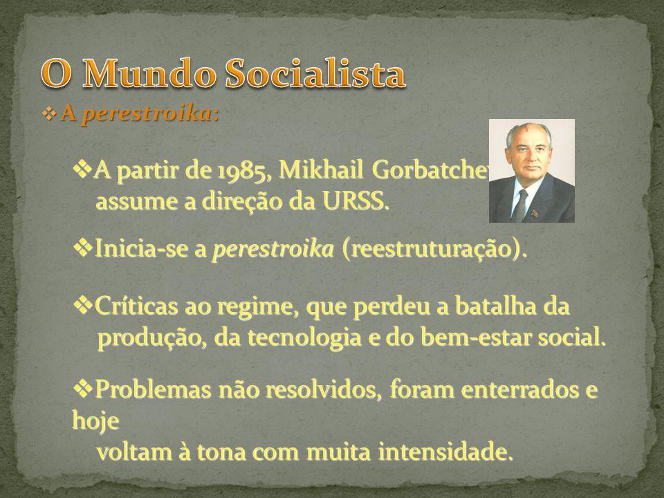 A perestroika: A perestroika: A partir de 1985, Mikhail Gorbatchev A partir de 1985, Mikhail Gorbatchev assume a direção da URSS. assume a direção da