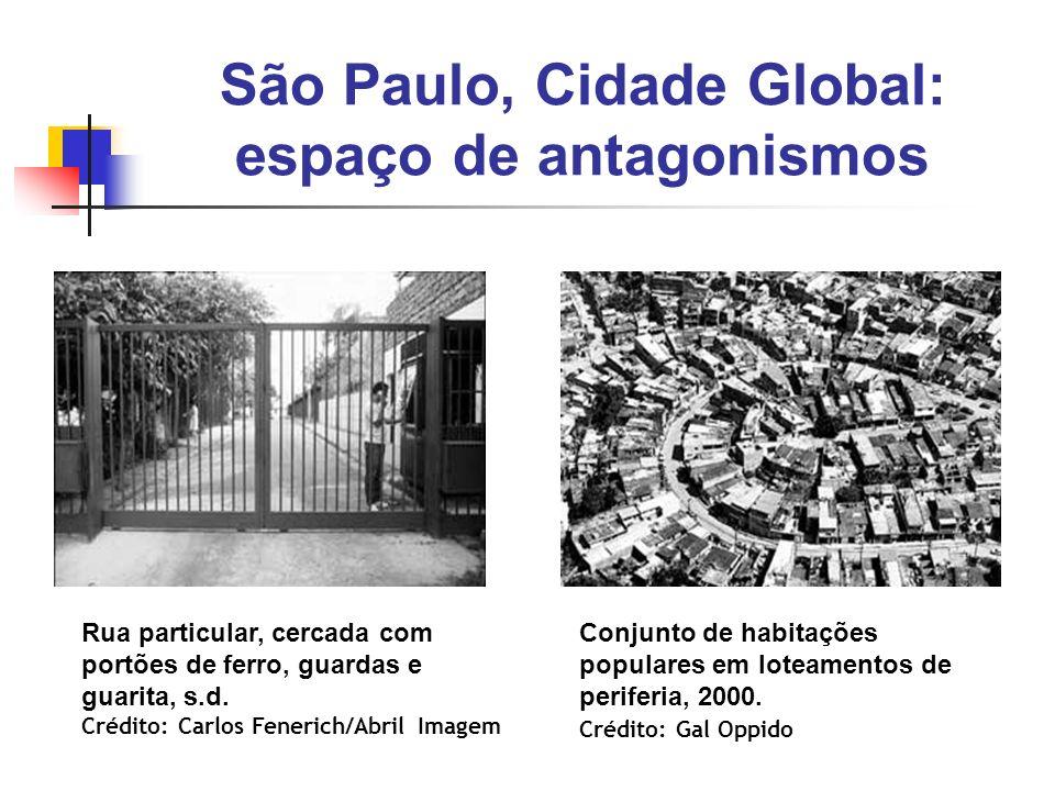 São Paulo, Cidade Global: espaço de antagonismos Rua particular, cercada com portões de ferro, guardas e guarita, s.d. Crédito: Carlos Fenerich/Abril