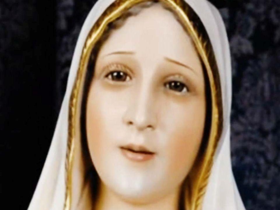 Olhe bem fundo nos olhos de Nossa Senhora de Fátima......