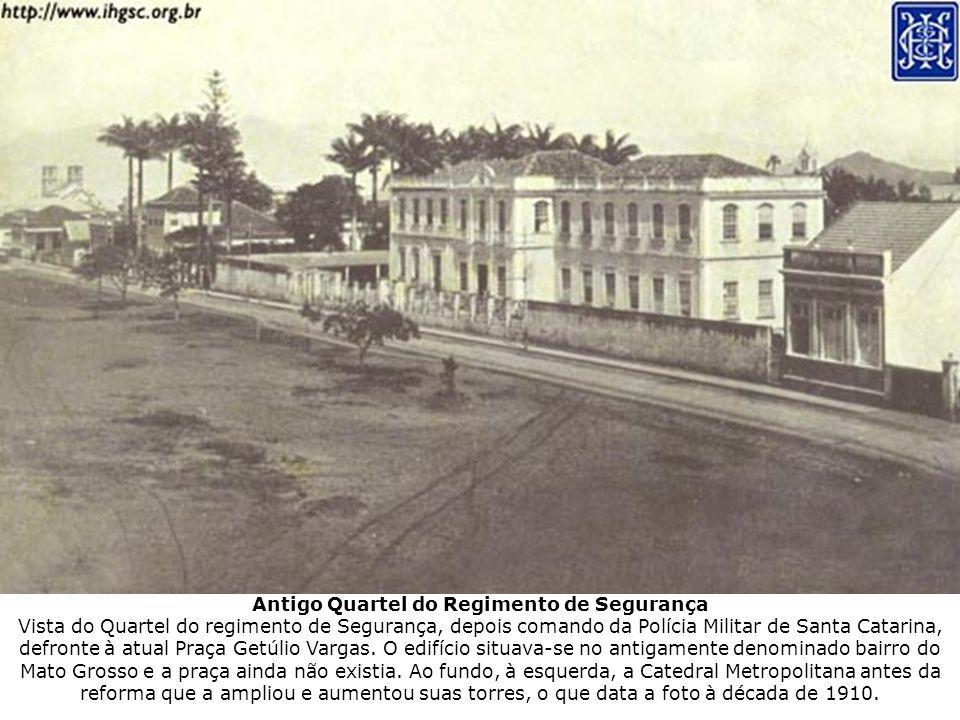 Antigo Quartel do Regimento de Segurança Vista do Quartel do regimento de Segurança, depois comando da Polícia Militar de Santa Catarina, defronte à a