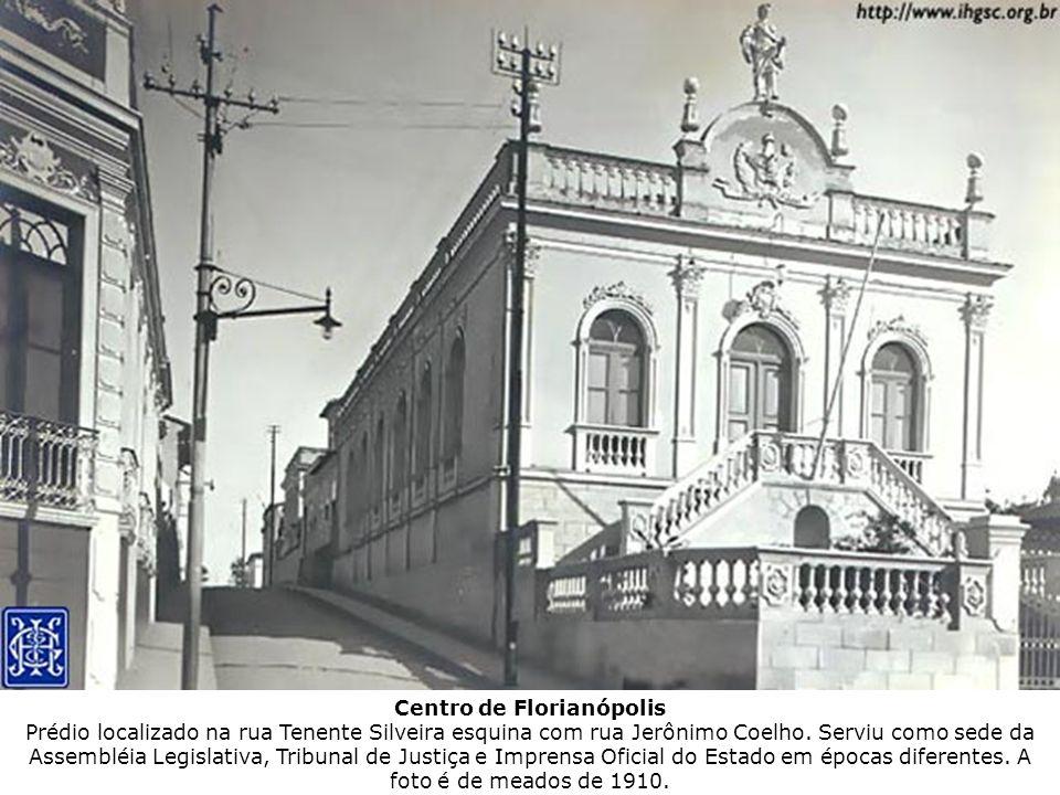 Centro de Florianópolis Prédio localizado na rua Tenente Silveira esquina com rua Jerônimo Coelho. Serviu como sede da Assembléia Legislativa, Tribuna
