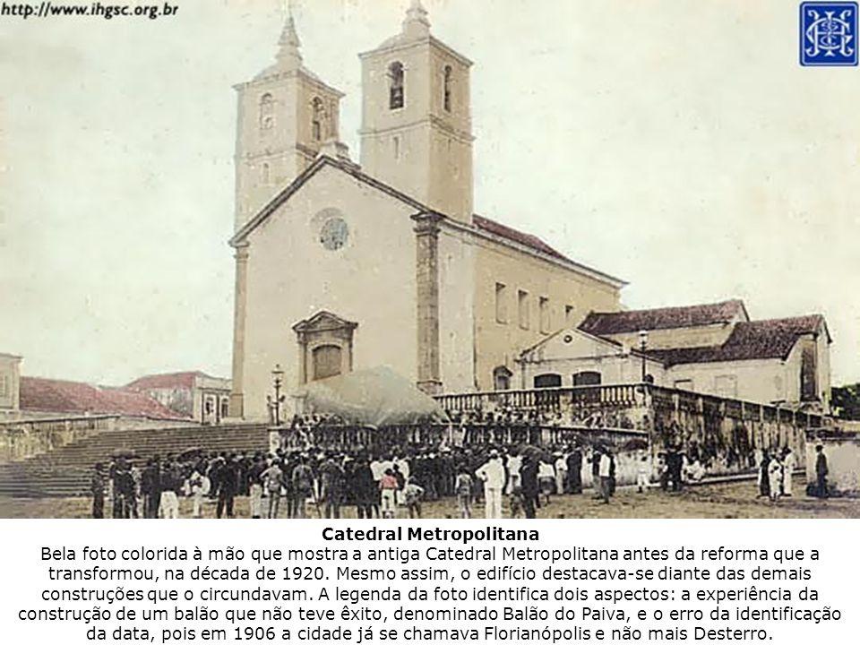 Catedral Metropolitana Bela foto colorida à mão que mostra a antiga Catedral Metropolitana antes da reforma que a transformou, na década de 1920. Mesm