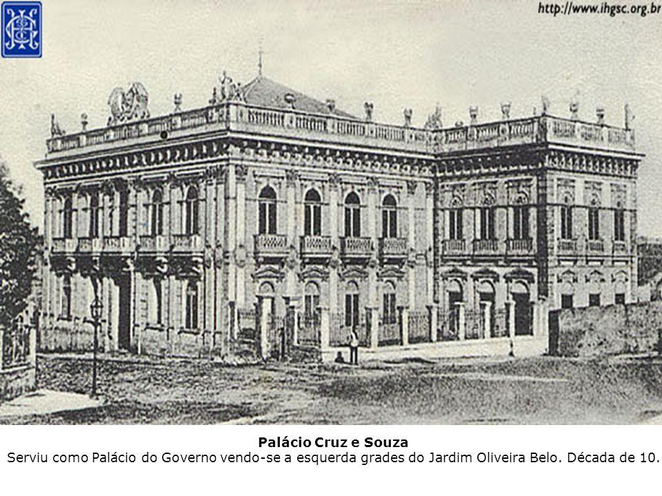 Palácio Cruz e Souza Serviu como Palácio do Governo vendo-se a esquerda grades do Jardim Oliveira Belo. Década de 10.