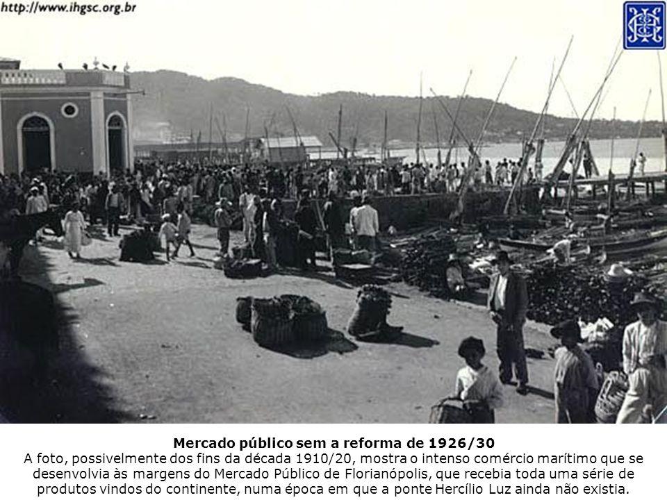 Mercado público sem a reforma de 1926/30 A foto, possivelmente dos fins da década 1910/20, mostra o intenso comércio marítimo que se desenvolvia às ma