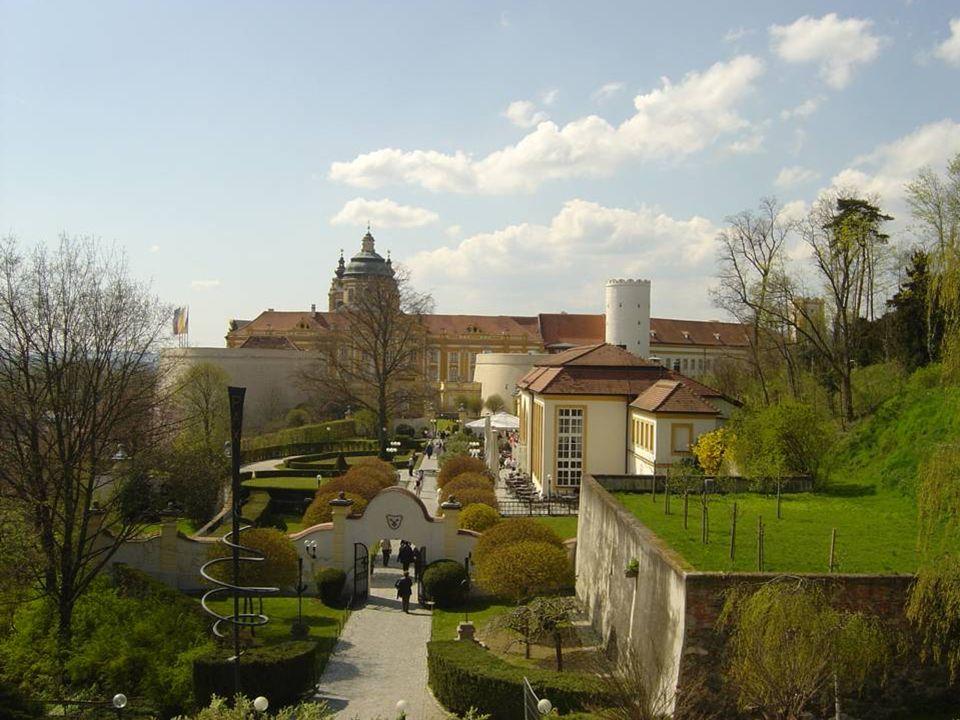 Depuis plus de 1000 ans, Melk est un centre culturel et spirituel en Autriche, dabord comme château fort de la famille Babenberg et, depuis 1089, comm