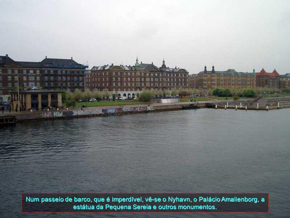 Este é o prédio da atual Câmara Municipal de Copenhagen e está situado no centro da cidade. Foi projetado pelo arquiteto Martin Nyrop e inspirado com