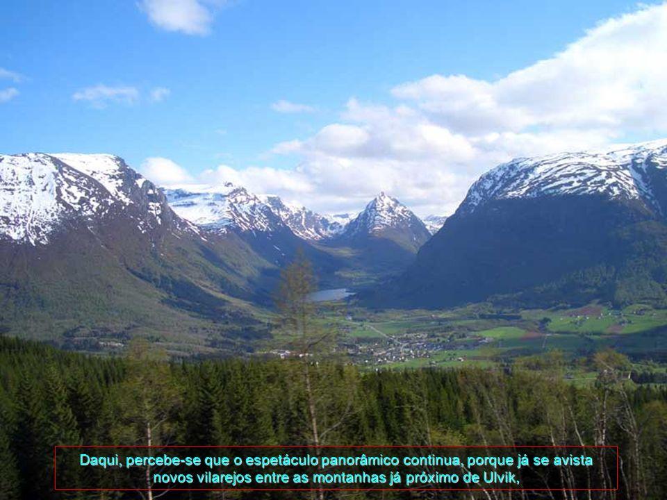 Na medida que sobe-se à parte mais alta, depara-se com montanhas e picos todos cobertos por neve e a retina de nossos olhos ficam mais aguçadas ainda,