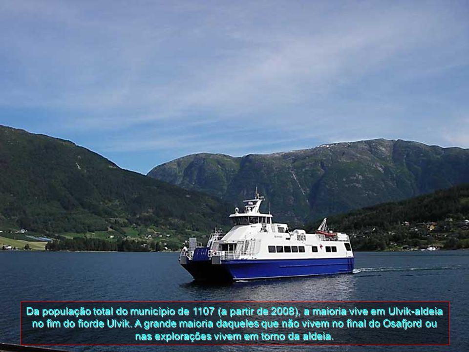 Ulvik é um município em Hordaland, uma comuna da Noruega com 722 km2 de área. O município com trechos da Hardangerfjord, está a 1800 metros acima do n