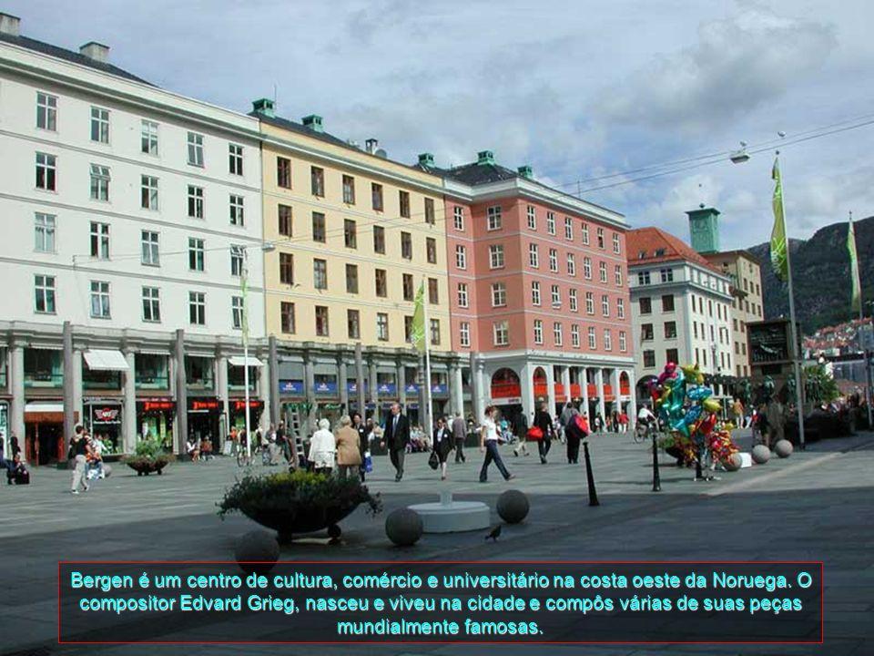 Bergen é a segunda maior cidade da Noruega, com uma população de aproximadamente 250 mil habitantes. A cidade está cercada por sete montanhas, o que l