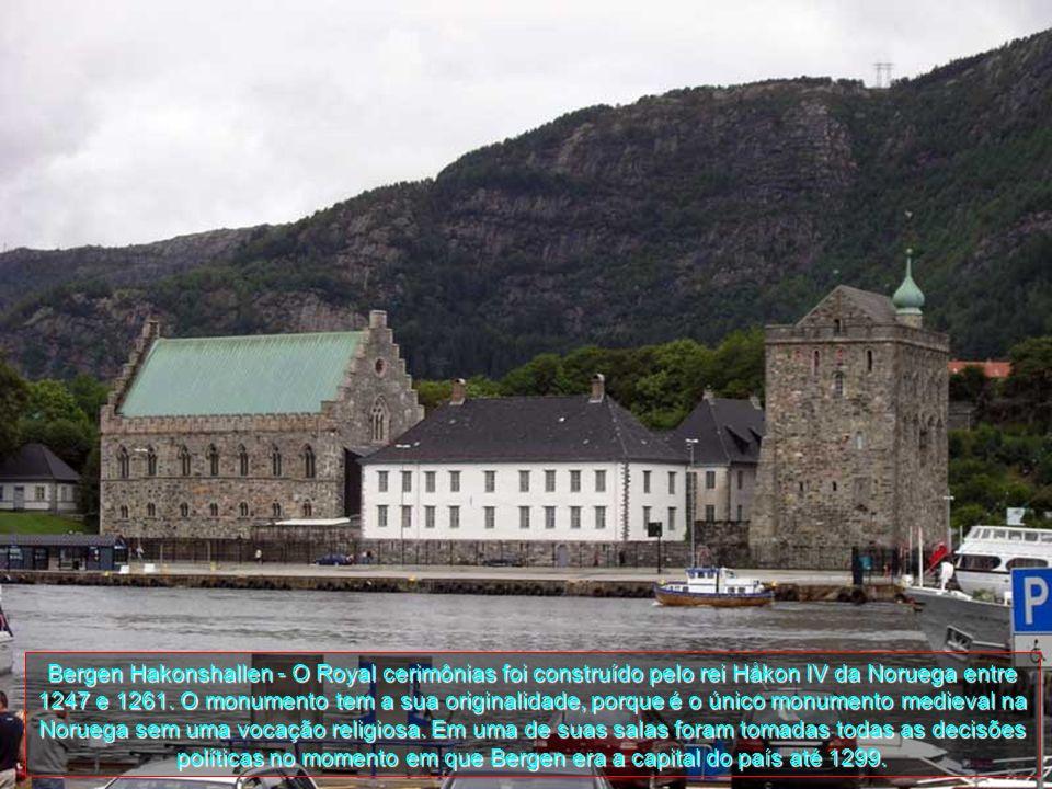 É uma cidade muito popular quer para turistas noruegueses, quer para turistas estrangeiros, sendo um do principais pontos de paragens dos cruzeiros do