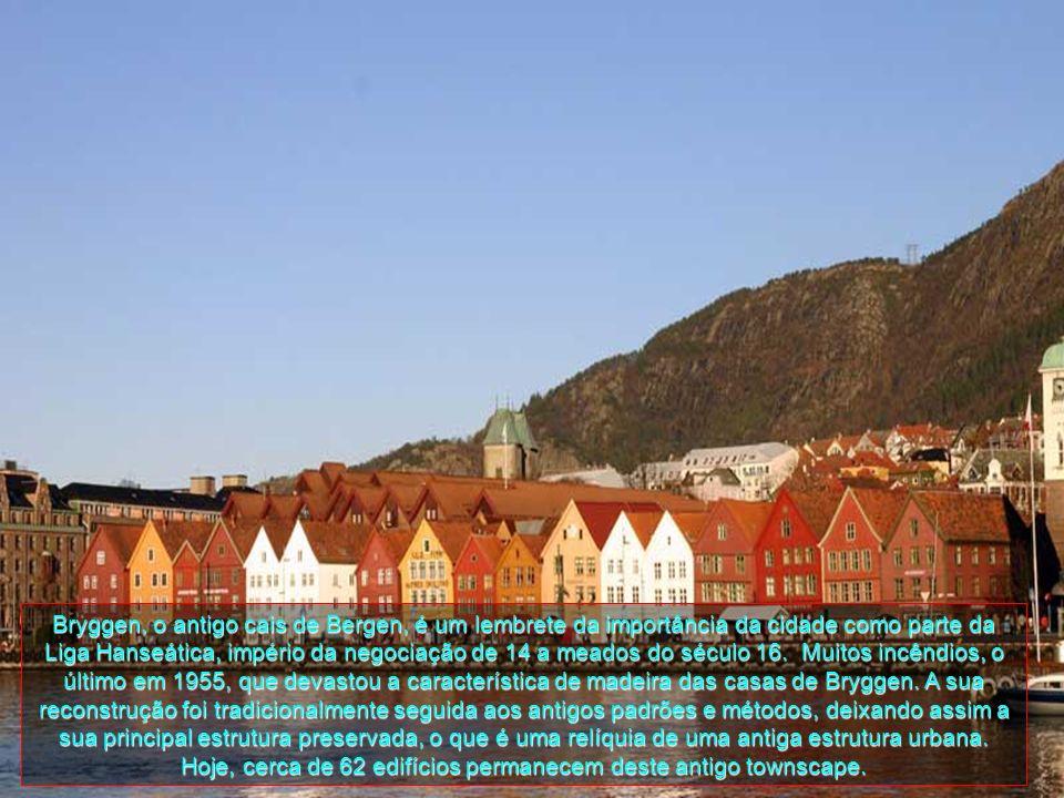 Bergen Hakonshallen - O Royal cerimônias foi construído pelo rei Håkon IV da Noruega entre 1247 e 1261. O monumento tem a sua originalidade, porque é