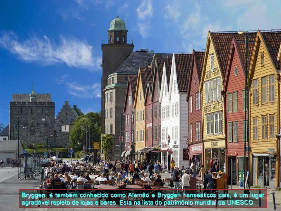 Bryggen, o antigo cais de Bergen, é um lembrete da importância da cidade como parte da Liga Hanseática, império da negociação de 14 a meados do século