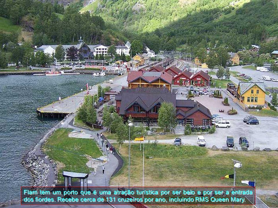 Flam é uma pequena aldeia com cerca de 500 habitantes e está localizada no município de Aurland em Sogn og Fjordane.