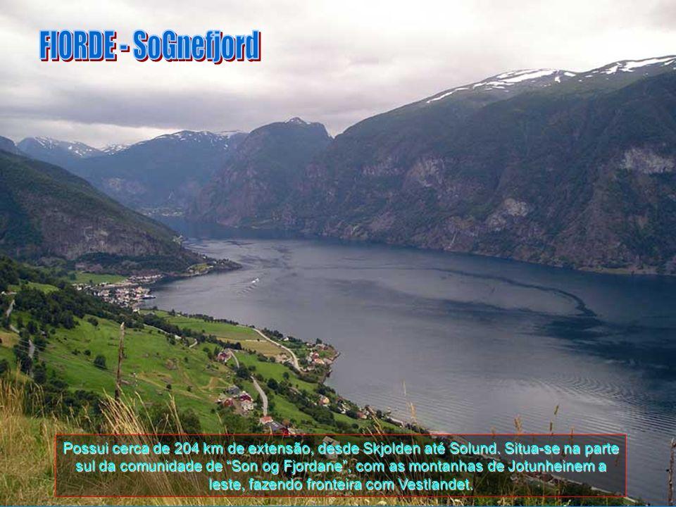 Este fiorde, que em Norueguês se chama: Sognefjorden, é o maior e mais profundo fiorde da Noruega. Na parte oriental da Groenlândia, o fiorde de Sogn
