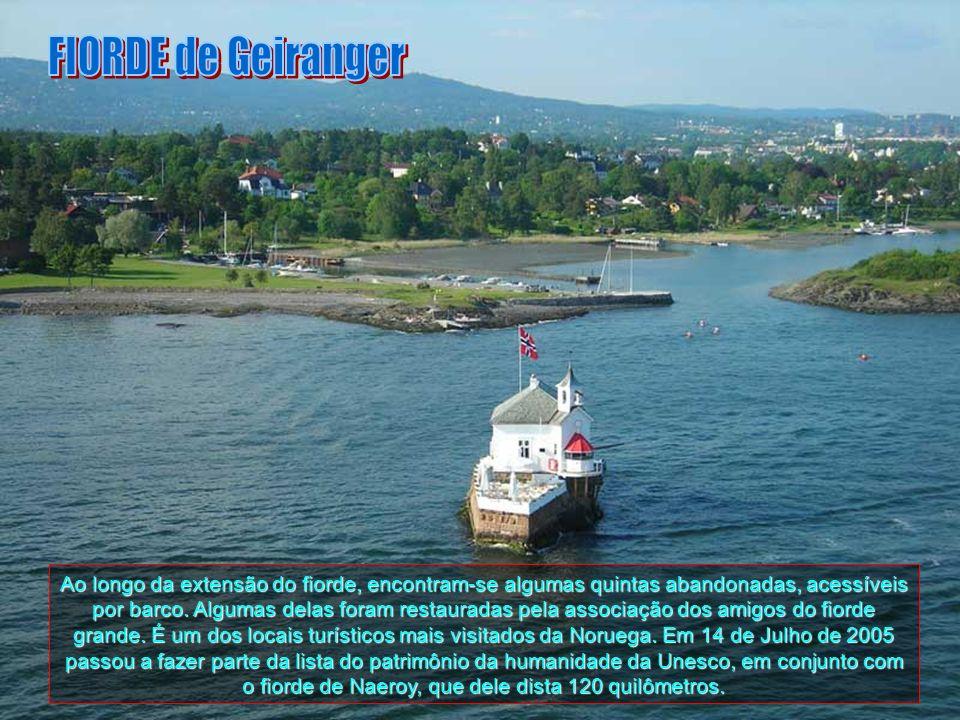 O fiorde de Geiranger (em Norueguês, Geirangerfjorden) situa-se em Sunnmore, na região de More og Romsdal. É um fiorde com 15 km de comprimento, sendo