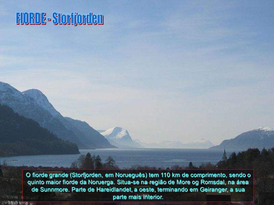 Neste Fjord Geiranger, que tem a sua característica em formato em S, situado entre majestosas montanhas e infinitas cascatas, entre elas estão As Sete