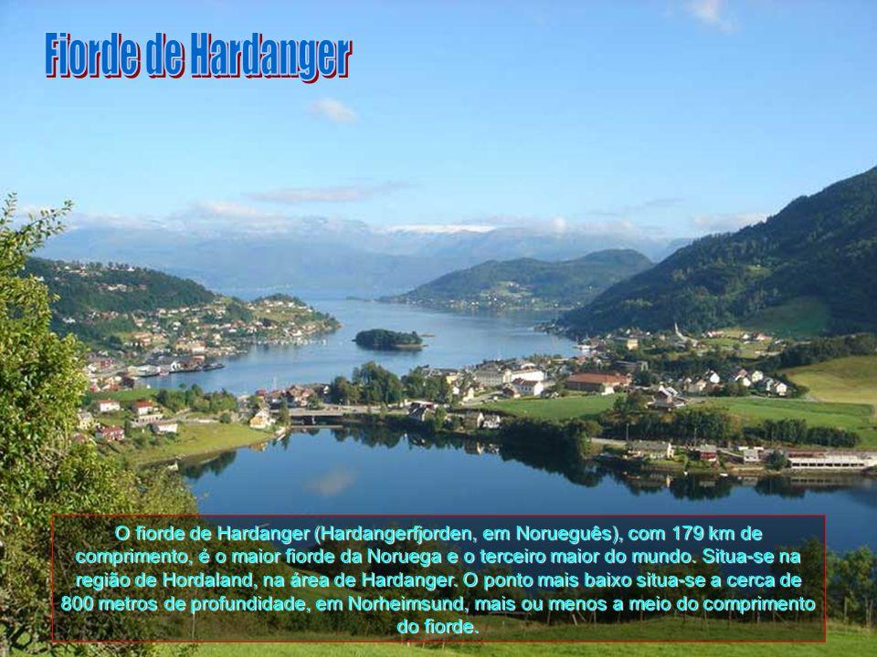 O fiorde grande (Storfjorden, em Norueguês) tem 110 km de comprimento, sendo o quinto maior fiorde da Noruerga. Situa-se na região de More og Romsdal,