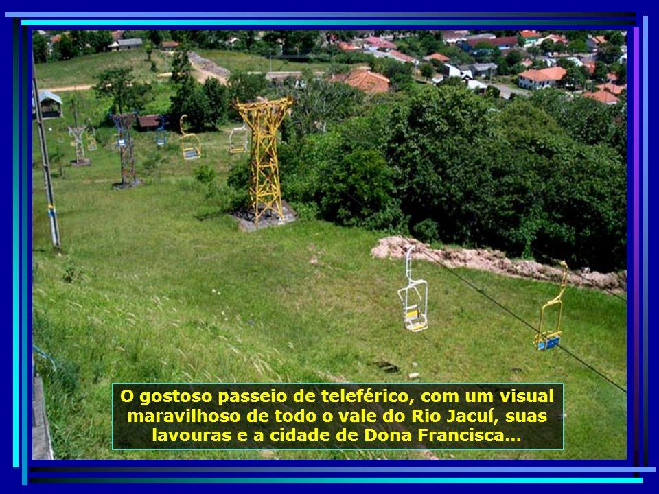 Monumento ao Imigrante, localizado na Praça das Etnias de Dona Francisca, homenageia as colônias italiana e alemã, que aqui se instalaram e fizeram pr