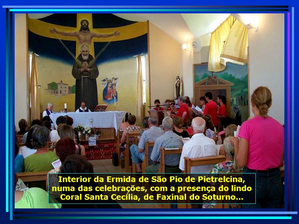 No alto de uma montanha, a 432 metros de altitude, local conhecido como Cerro Comprido, em Faxinal do Soturno, está a Ermida de São Pio de Pietrelcina