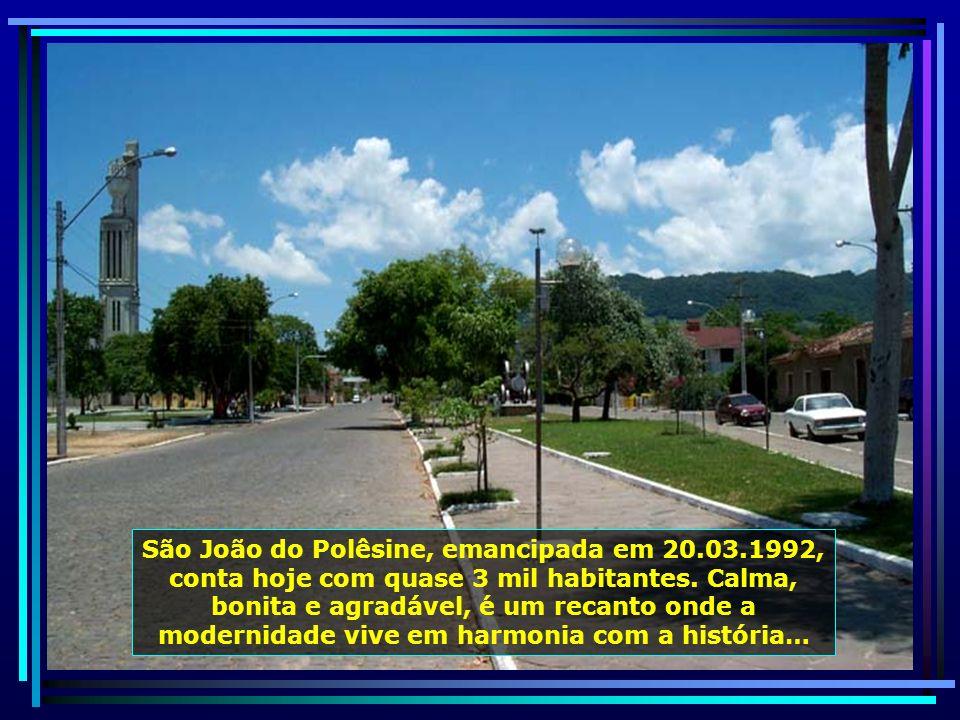 Rio Jacuí, que tem suas nascentes em Passo Fundo-RS, passa por Dona Francisca, é navegável até Porto Alegre, numa extensão de 352 km, desaguando no Ri