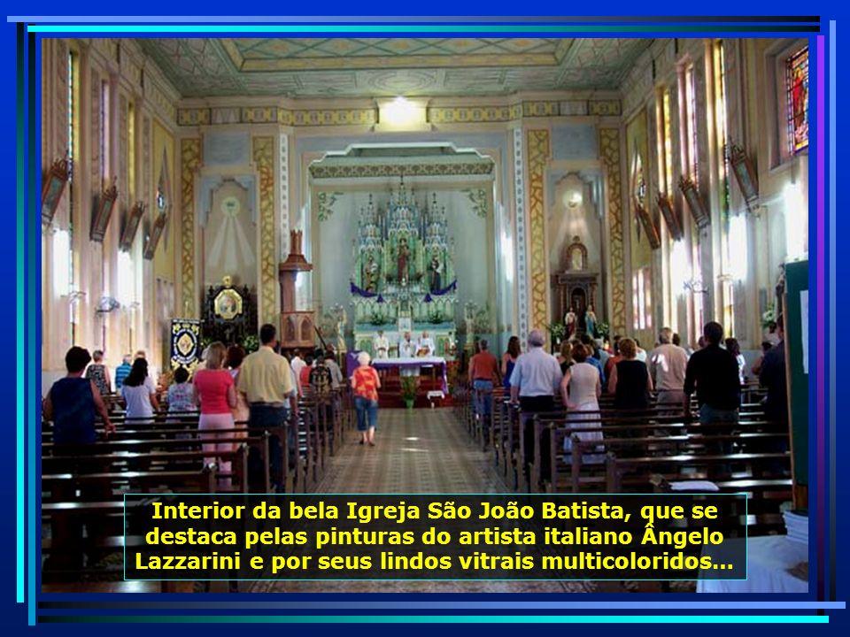 A bela Igreja São João Batista, em estilo eclético, foi construída em 1957. O padroeiro influenciou na origem do nome do município de São João do Polê
