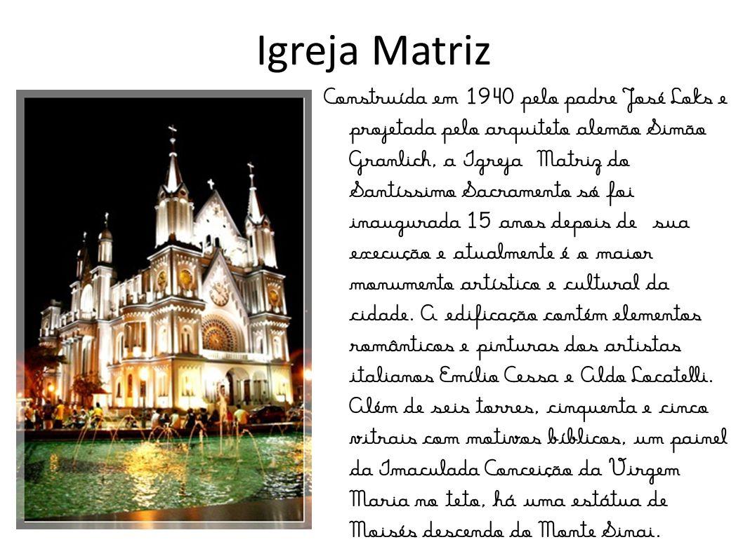 Nós somos o Grupo Golfinho, 2º ano B, do Colégio Salesiano Itajaí, que fica em Santa Catarina. Nossa Professora chama-se Lilian. Nossa cidade está em