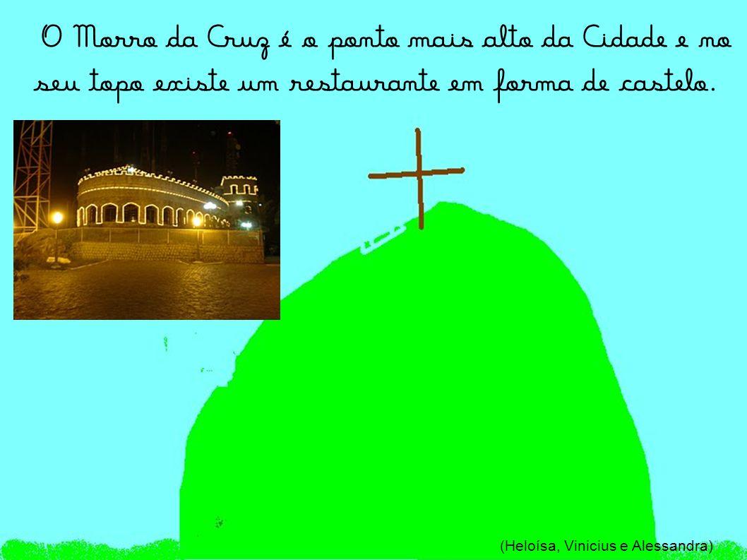 Morro da Cruz Localizado a 180 metros de altura, dele temos uma bela visão de Itajaí, da Foz do Rio Itajaí-Açu e da entrada da Barra, por onde passam