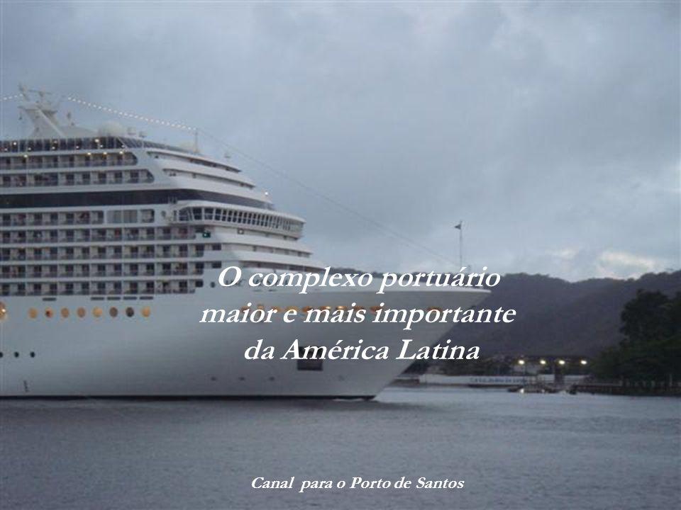 Ponta da Praia Ao fundo, a ilha do Guarujá