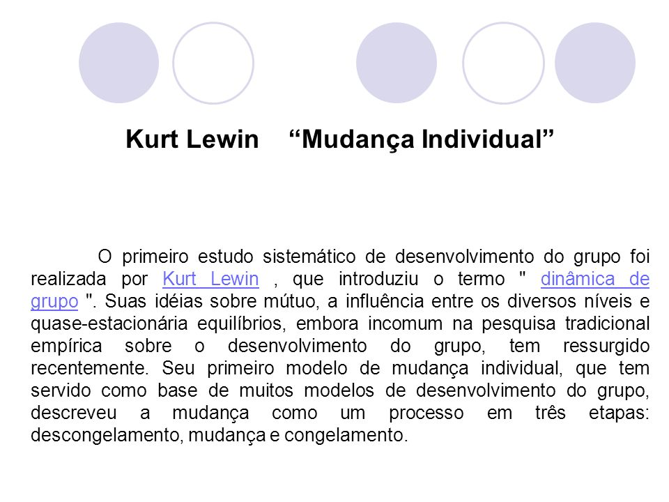 O primeiro estudo sistemático de desenvolvimento do grupo foi realizada por Kurt Lewin, que introduziu o termo