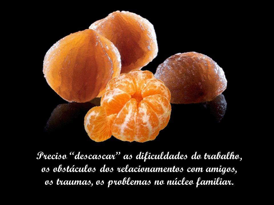 O começo de tantas cascas duras que encontro pelo caminho. Hoje, minhas tangerinas são outras. Preciso descascar as dificuldades da vida.