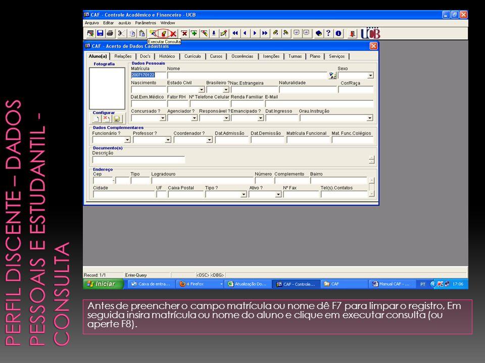 Antes de preencher o campo matrícula ou nome dê F7 para limpar o registro, Em seguida insira matrícula ou nome do aluno e clique em executar consulta (ou aperte F8).