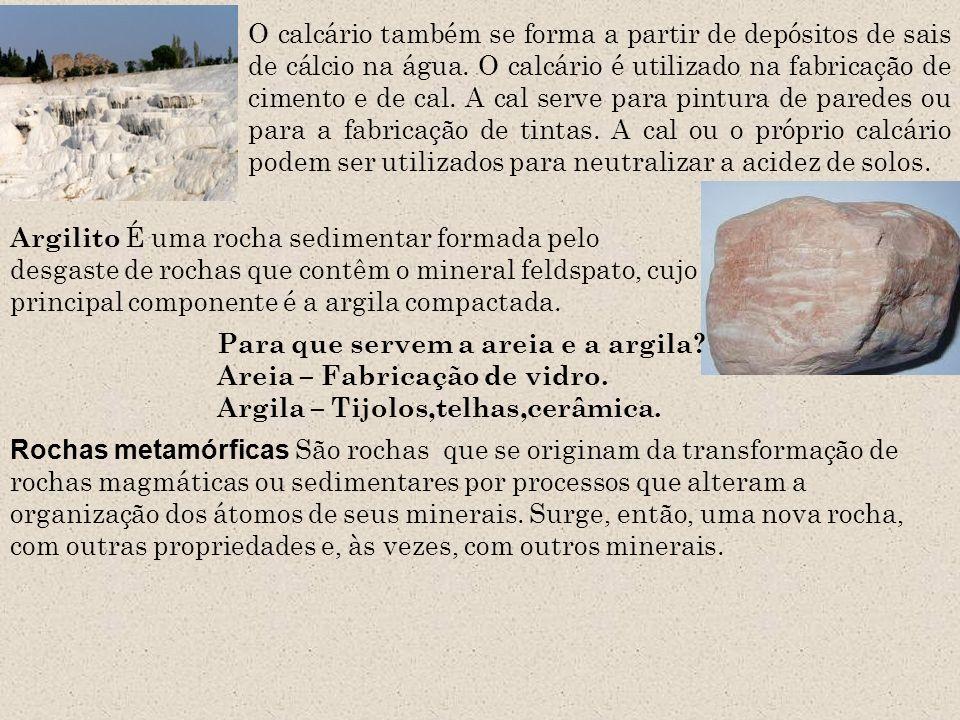 O calcário também se forma a partir de depósitos de sais de cálcio na água. O calcário é utilizado na fabricação de cimento e de cal. A cal serve para