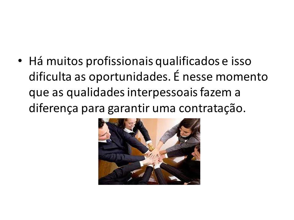 Há muitos profissionais qualificados e isso dificulta as oportunidades. É nesse momento que as qualidades interpessoais fazem a diferença para garanti