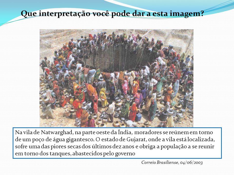 Que interpretação você pode dar a esta imagem? Na vila de Natwarghad, na parte oeste da Índia, moradores se reúnem em torno de um poço de água gigante