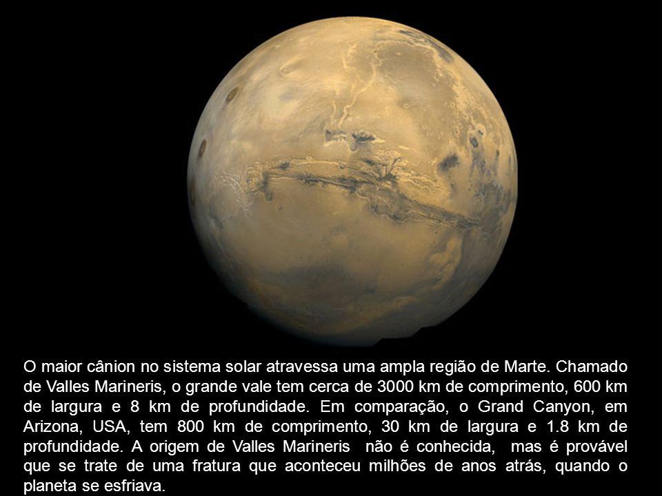 O maior cânion no sistema solar atravessa uma ampla região de Marte. Chamado de Valles Marineris, o grande vale tem cerca de 3000 km de comprimento, 6