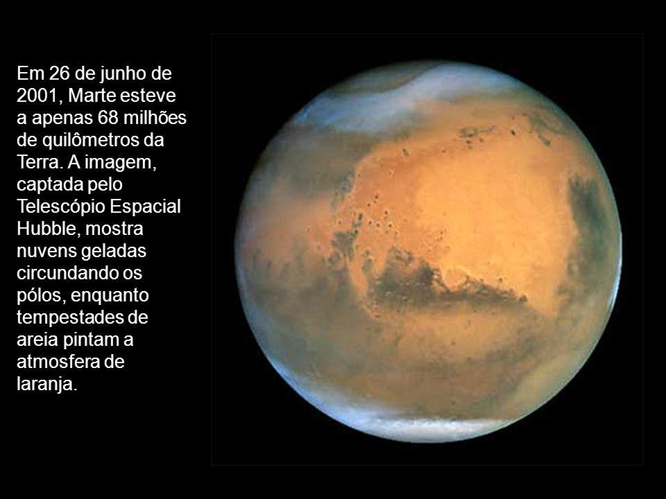 Em 26 de junho de 2001, Marte esteve a apenas 68 milhões de quilômetros da Terra. A imagem, captada pelo Telescópio Espacial Hubble, mostra nuvens gel