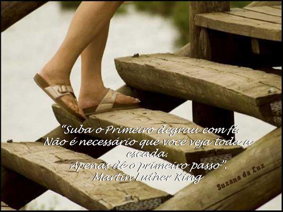Eu segurei muitas coisas em minhas mãos e perdi tudo, mas tudo que coloquei nas mãos de Deus, eu ainda possuo.