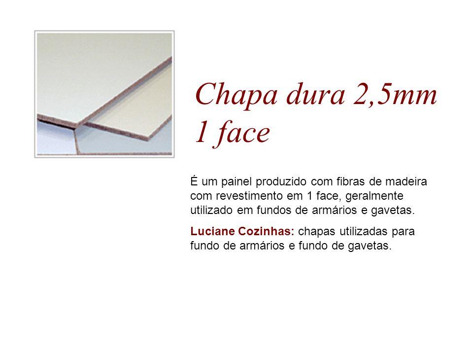Chapa dura 2,5mm 1 face É um painel produzido com fibras de madeira com revestimento em 1 face, geralmente utilizado em fundos de armários e gavetas.