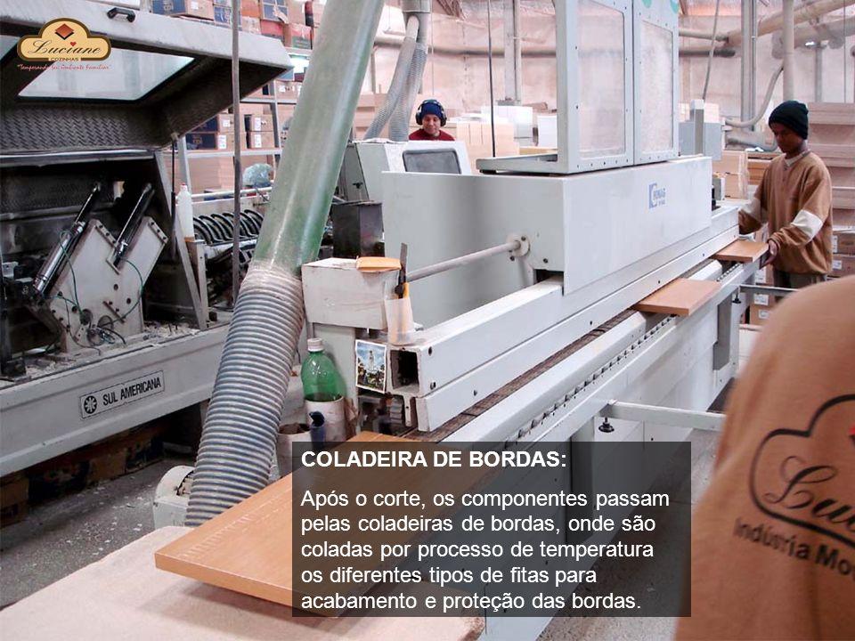 COLADEIRA DE BORDAS: Após o corte, os componentes passam pelas coladeiras de bordas, onde são coladas por processo de temperatura os diferentes tipos