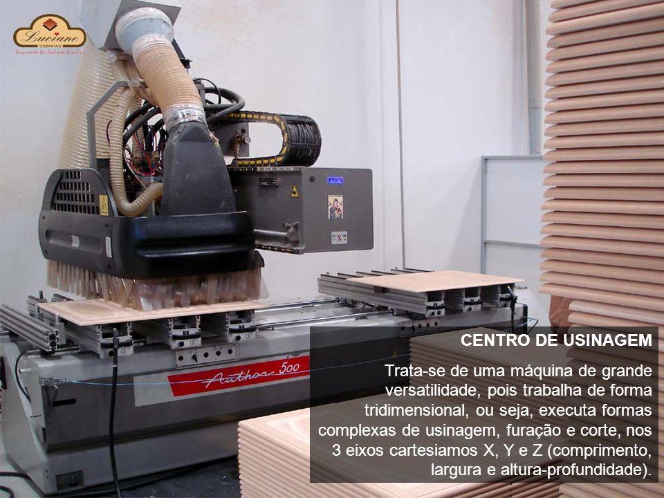 CENTRO DE USINAGEM Trata-se de uma máquina de grande versatilidade, pois trabalha de forma tridimensional, ou seja, executa formas complexas de usinag
