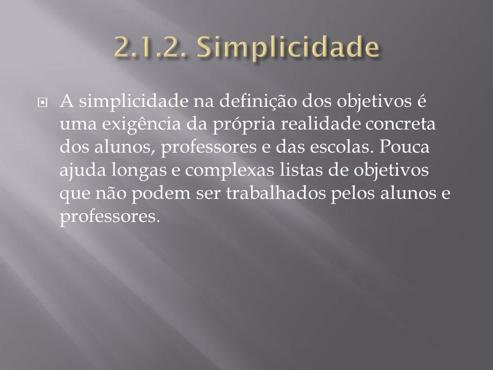 A simplicidade na definição dos objetivos é uma exigência da própria realidade concreta dos alunos, professores e das escolas. Pouca ajuda longas e co