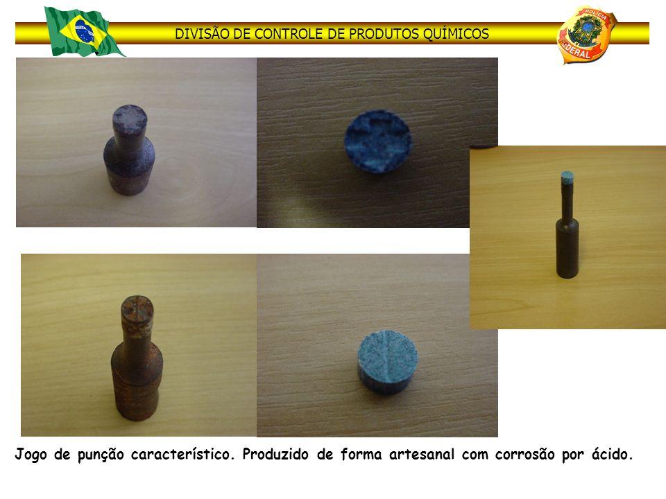 DIVISÃO DE CONTROLE DE PRODUTOS QUÍMICOS Jogo de punção característico. Produzido de forma artesanal com corrosão por ácido.