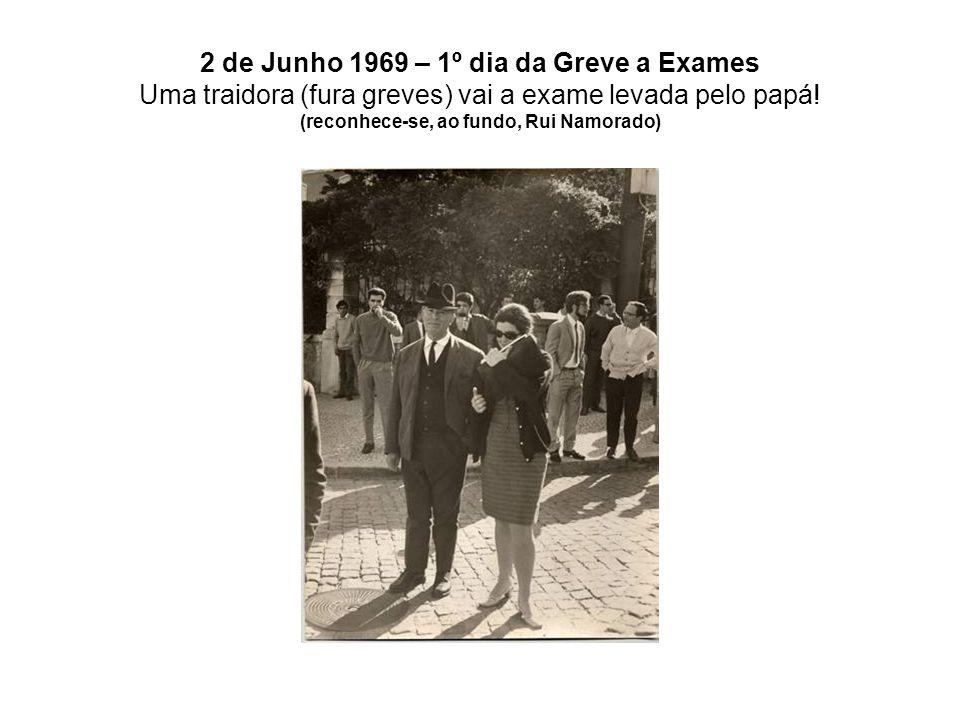 2 de Junho 1969 – 1º dia da Greve a Exames Uma traidora (fura greves) vai a exame levada pelo papá! (reconhece-se, ao fundo, Rui Namorado)