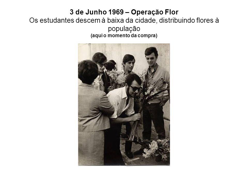 3 de Junho 1969 – Operação Flor Os estudantes descem à baixa da cidade, distribuindo flores à população (aqui o momento da compra)
