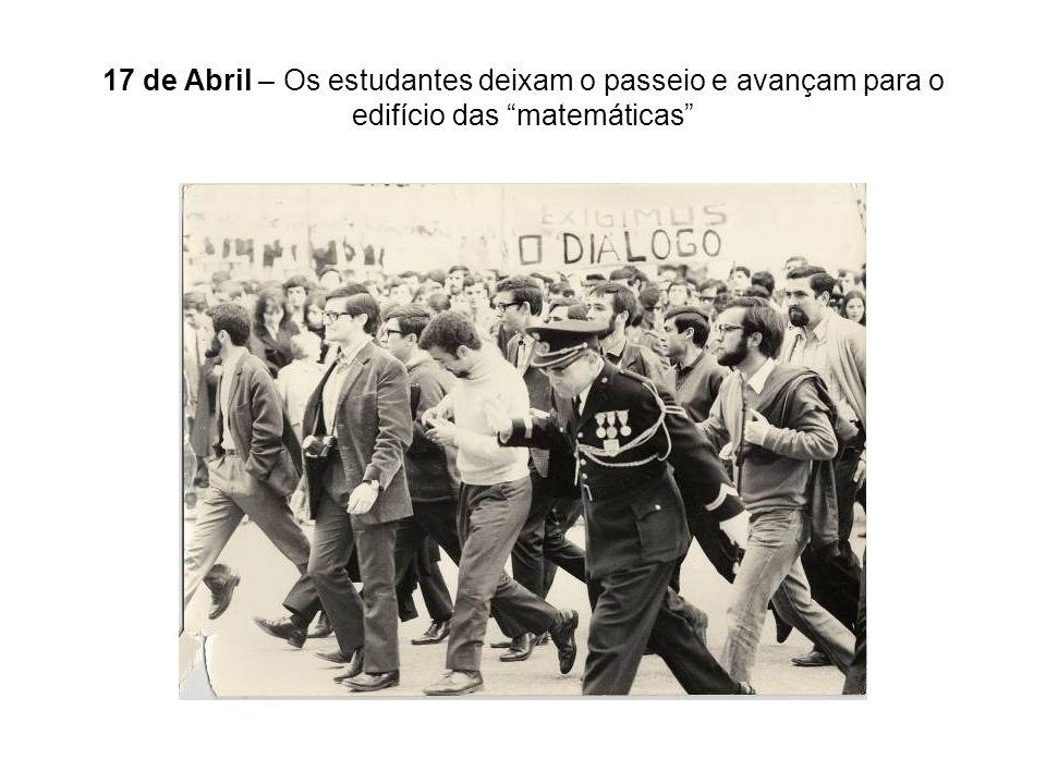 17 de Abril – Os estudantes deixam o passeio e avançam para o edifício das matemáticas