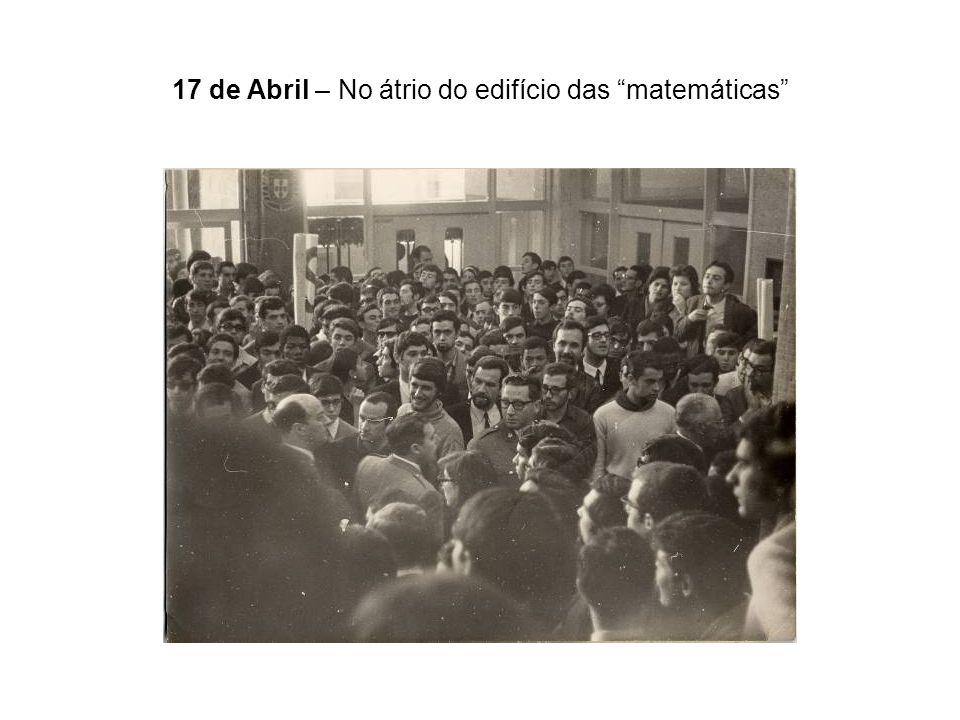 17 de Abril – No átrio do edifício das matemáticas