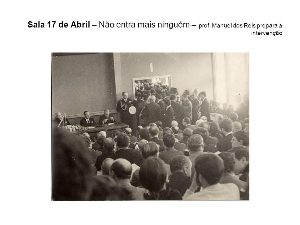 Sala 17 de Abril – Não entra mais ninguém – prof. Manuel dos Reis prepara a intervenção