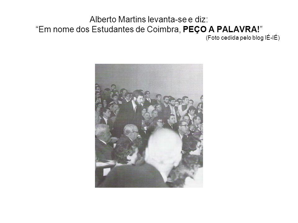 Alberto Martins levanta-se e diz: Em nome dos Estudantes de Coimbra, PEÇO A PALAVRA! (Foto cedida pelo blog IÉ-IÉ)